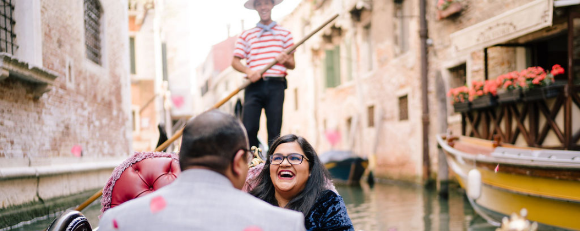 engagement in Venice gondola