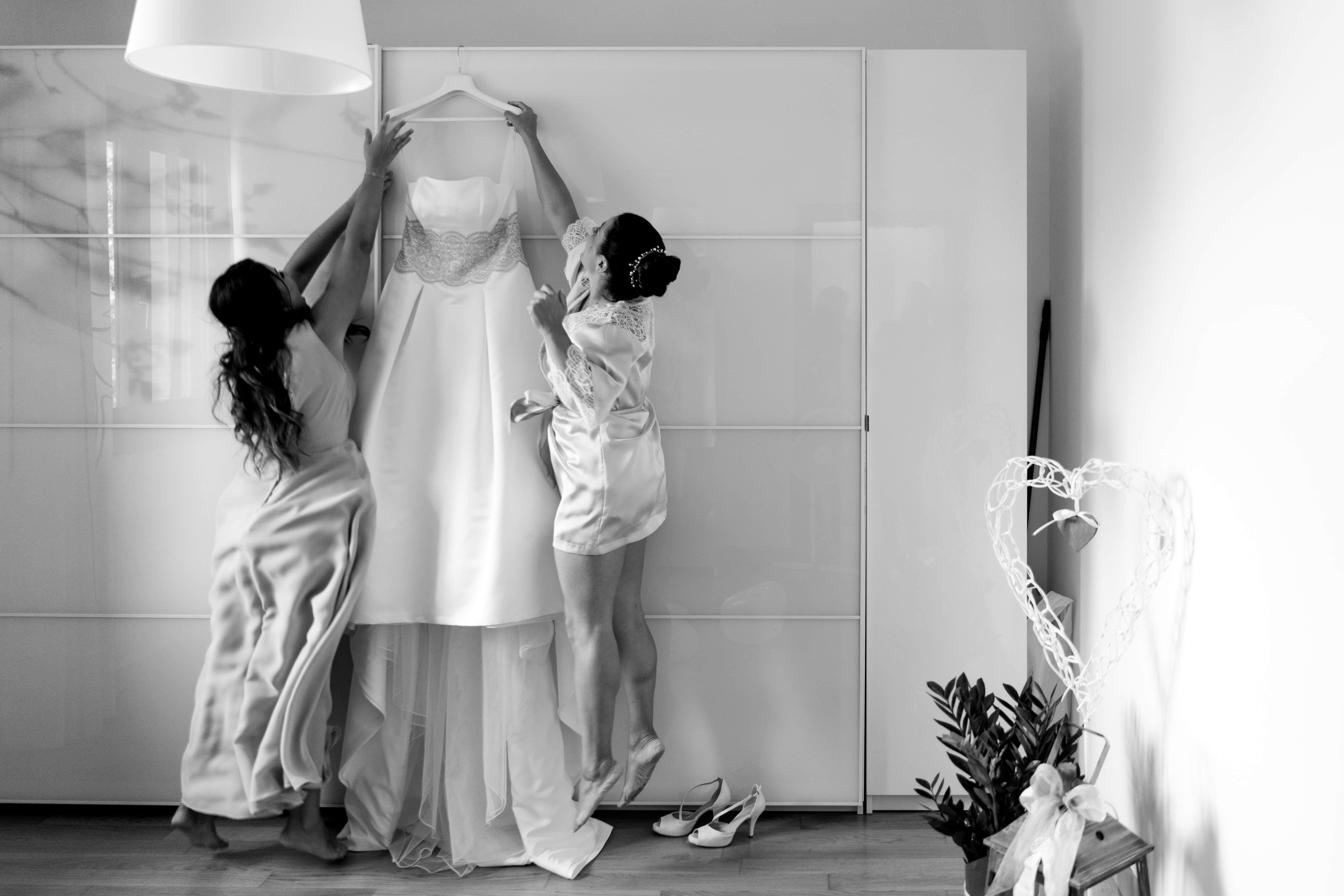 vestizione abito sposa